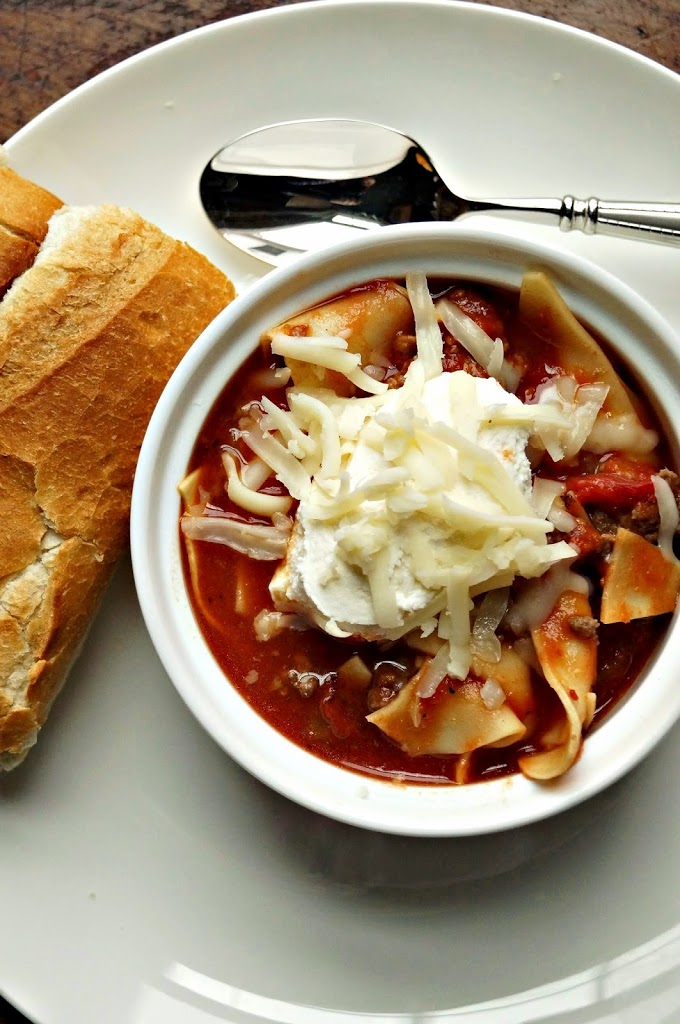Easy Lasagna Soup: A quick and easy way to enjoy a classic Italian favorite!