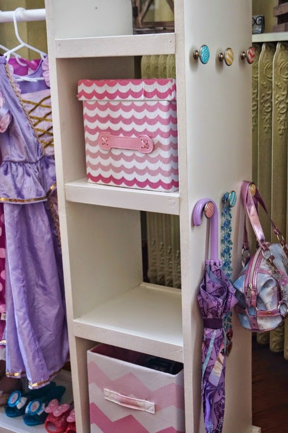 DIY Easy and Inexpensive Dress Up Storage