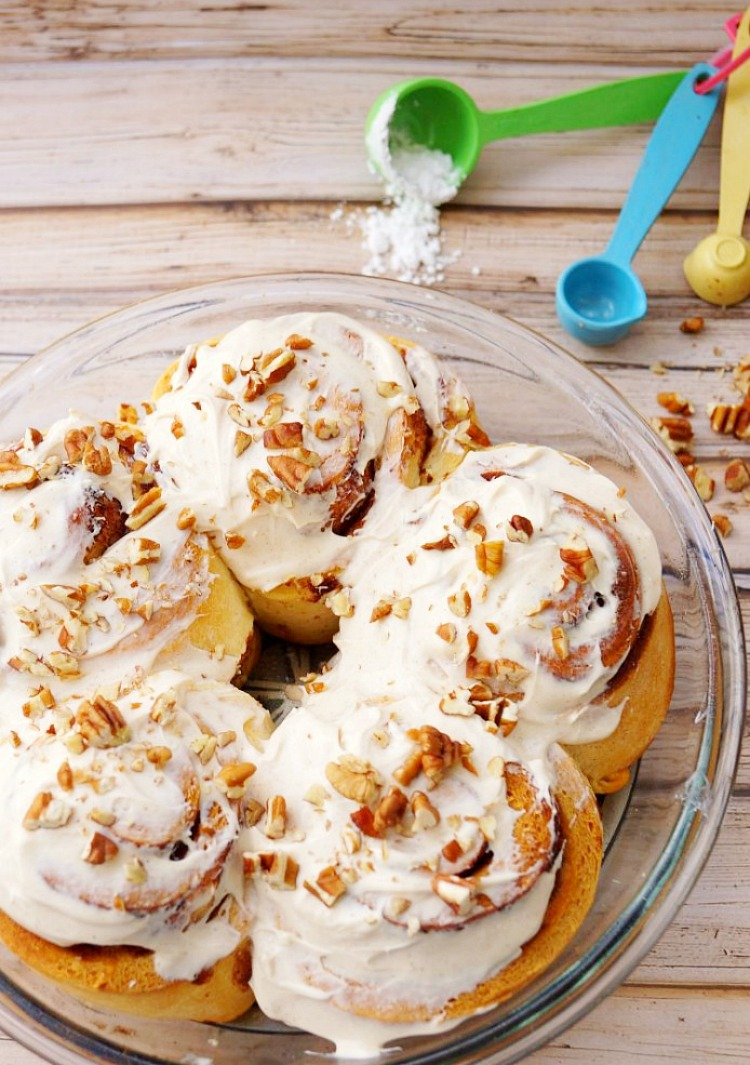 Cinnamon Rolls with Pumpkin Pie Spice Frosting