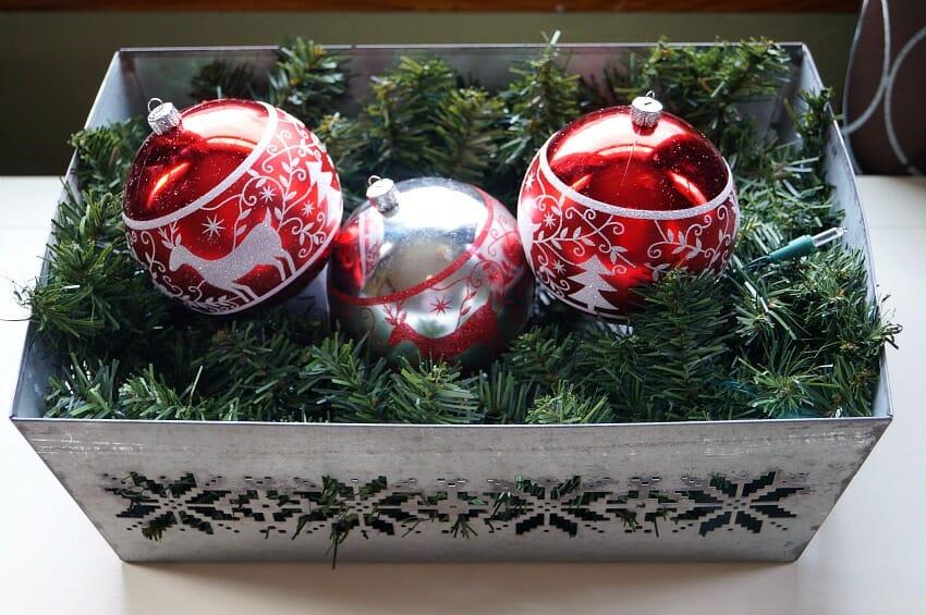 Easy DIY Christmas Centerpiece Idea