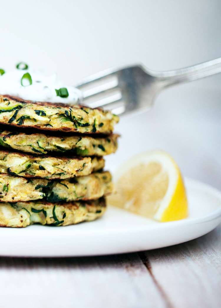 Zucchini+Fritters+with+Lemon-Dill+Yogurt+Sauce+-+Natural+Girl+Modern+World+-+1