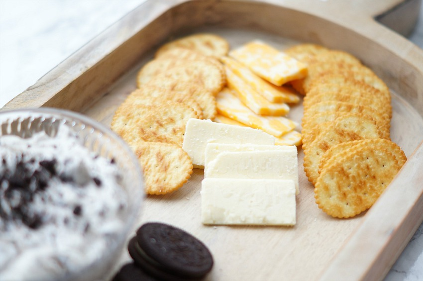 Cookies and Cream Cheesecake Dip
