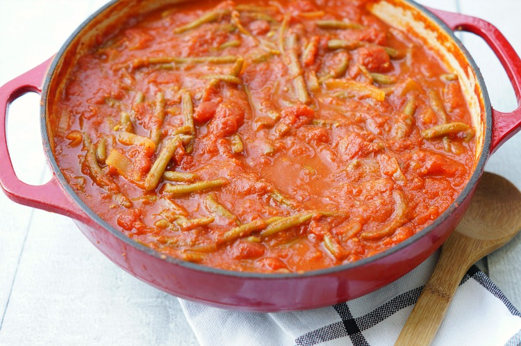 Syrian green beans in tomato sauce why you need to try this side dish recipe most importantly these beans are so good they are so flavorful and pair perfectly with nearly any dinner forumfinder Image collections