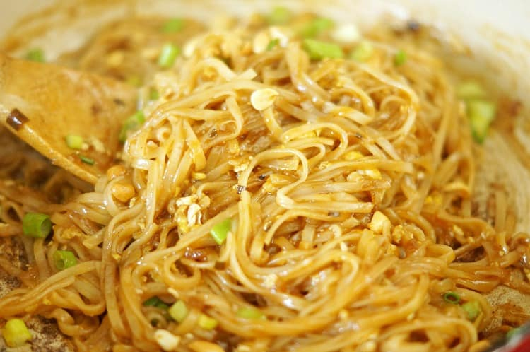 Easy One Pan Chicken Pad Thai