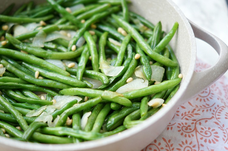 Green Beans with Onions and Pine Nuts